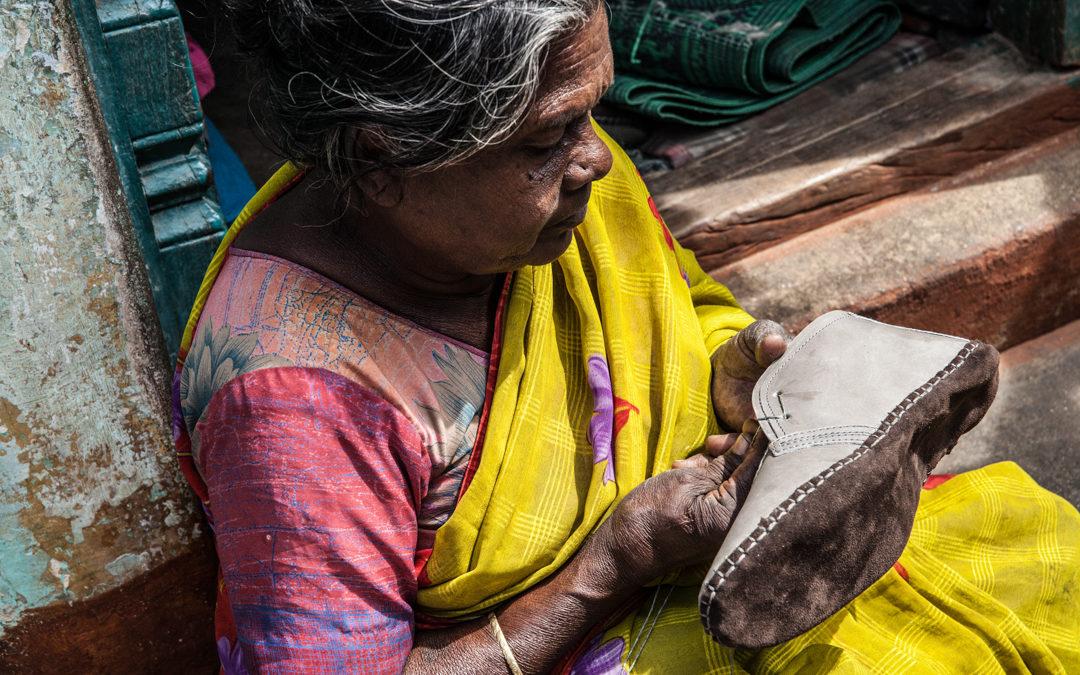 Activistas de la ONG Cividep India participan en mesas redondas en Valencia y Alicante sobre la producción de calzado y ropa