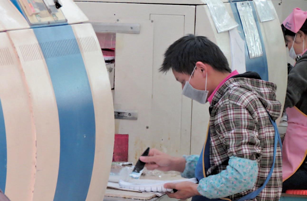 La lucha por los derechos laborales en la industria del calzado en China es fuertemente burlada y reprimida por el estado
