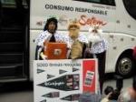 """Los Reyes Magos de SETEM y Campaña Ropa Limpia dejan """"carbón"""" a Induyco por su falta de transparencia"""