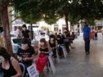 """Gran éxito de participación en la acción de calle de la Campaña Ropa Limpia """"¿Qué hay detrás de la ropa de Induyco?"""" en  la Plaza Los Pinazo el pasado viernes 30 de junio"""