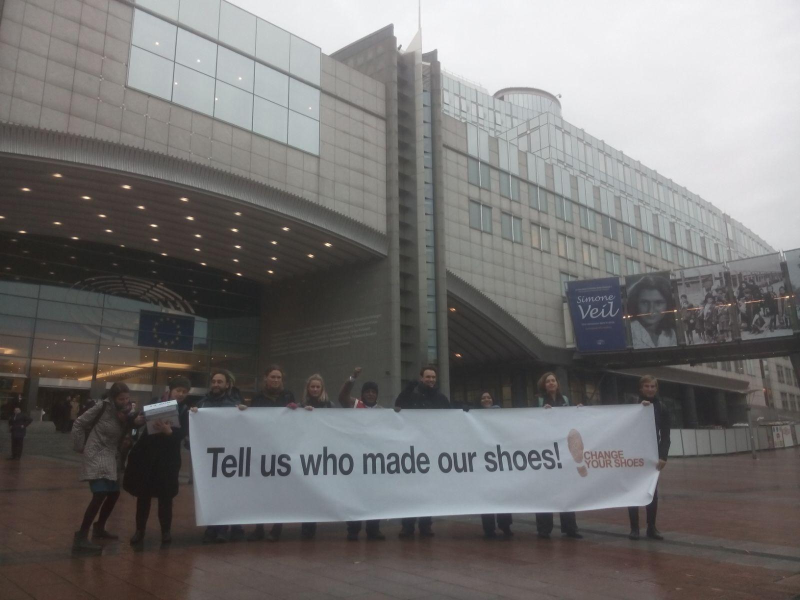 """La demanda """"Decidnos quién hace nuestros zapatos"""" llega al Parlamento Europeo"""