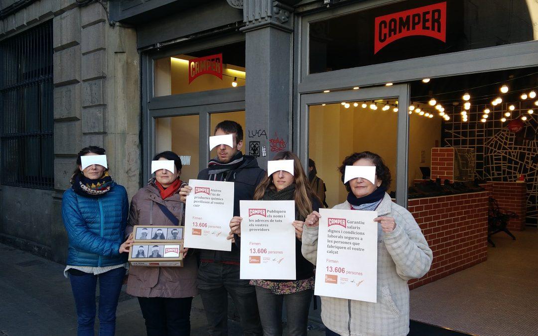 Miles de firmas entregadas a grandes empresas de calzado europeas exigen transparencia y respeto a los derechos humanos