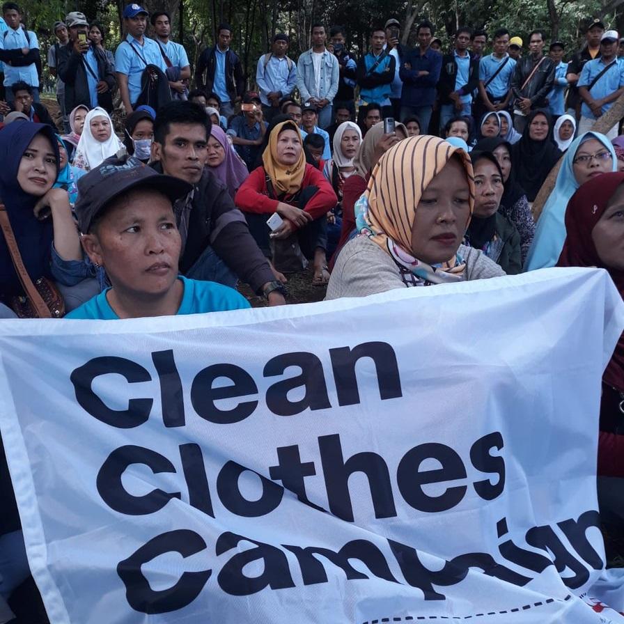 Las trabajadoras de Indonesia presentan una queja contra Uniqlo y la empresa alemana s.Oliver ante la Fair Labor Association